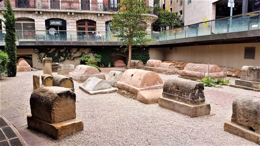 sepulcro romano Barcelona historia del cementerio de Montjuic