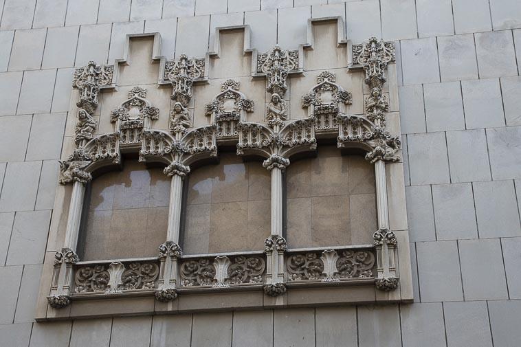 ventana casa antigua plaza cataluña de barcelona