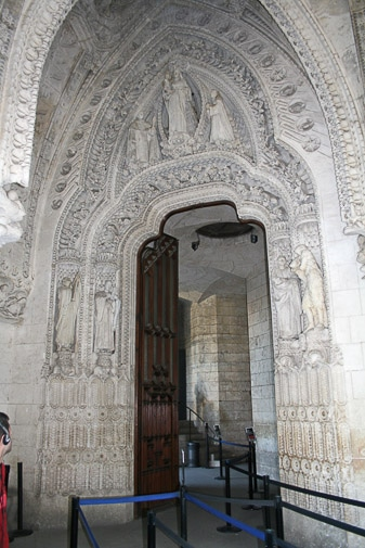 Portico de la virgen esculpido en la Sagrada Familia