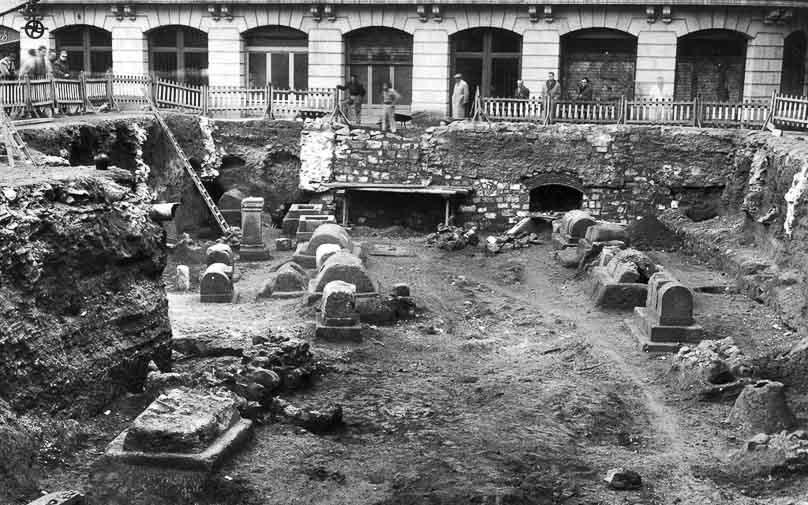 descubrimiento de la necropolis romana en el barrio gotico de barcelona